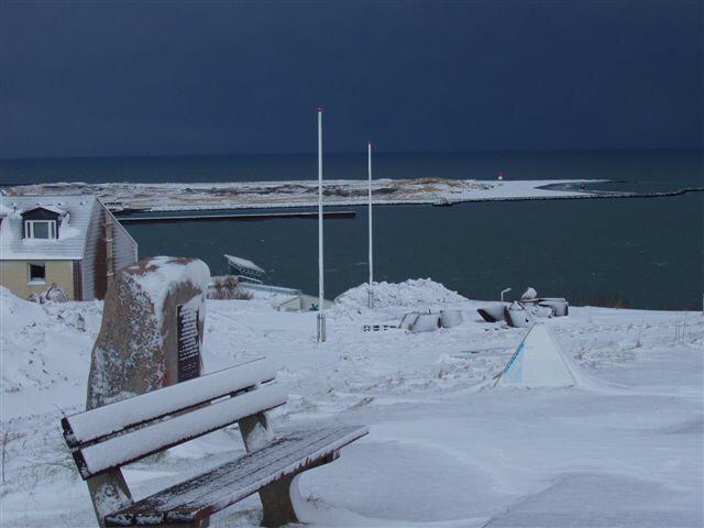 Helgoland im Schnee/am Heise Gedenkstein Richtung Düne