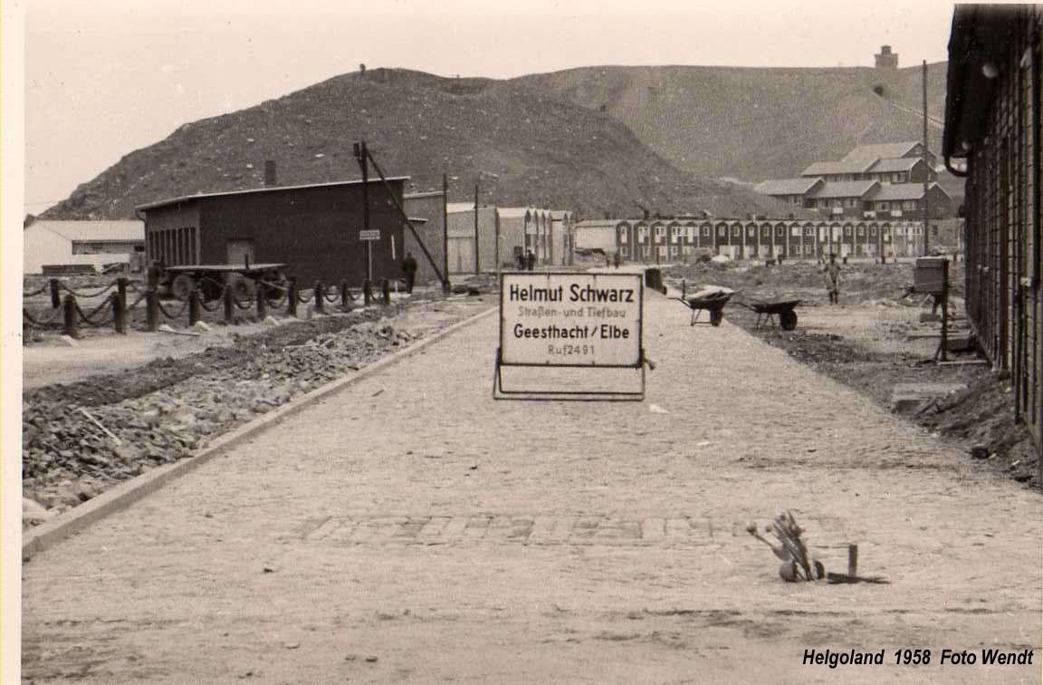 Bau der Hafenstraße auf Helgoland auf einer Aufnahme von circa 1959.