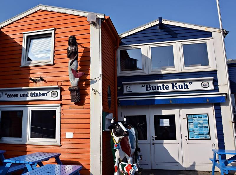 Die Gaststätte Bunte Kuh an Helgolands Scheibenhafen.