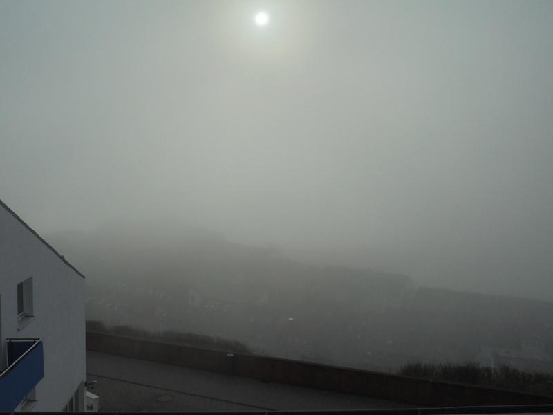 Blick bei Nebel aus Haus Fernsicht; so eben gerade ist die Landungsbrücke noch zu erahnen..