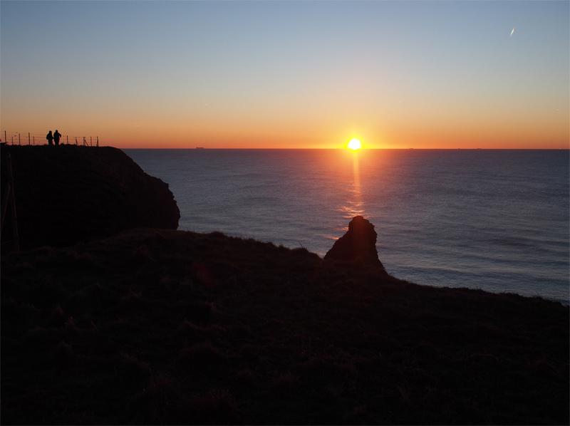 Sonnenuntergang von der Westklippe Helgolands aus gesehen.
