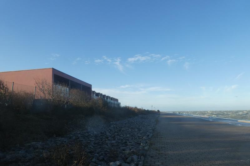 Die Seeseite der Schwimmbadsauna und Nordostbohlwerk..