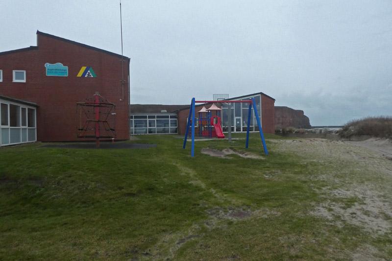 Spielplatz an der Nordseite der Jugendherberge.