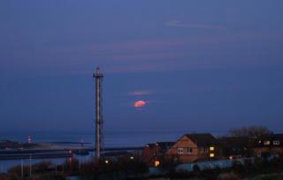 Der Vollmond am 8. April 2020 von Helgoland aus gesehen.