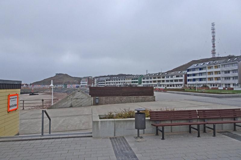 Der Anfang der Landungsbrücke am Südstrand Helgolands.