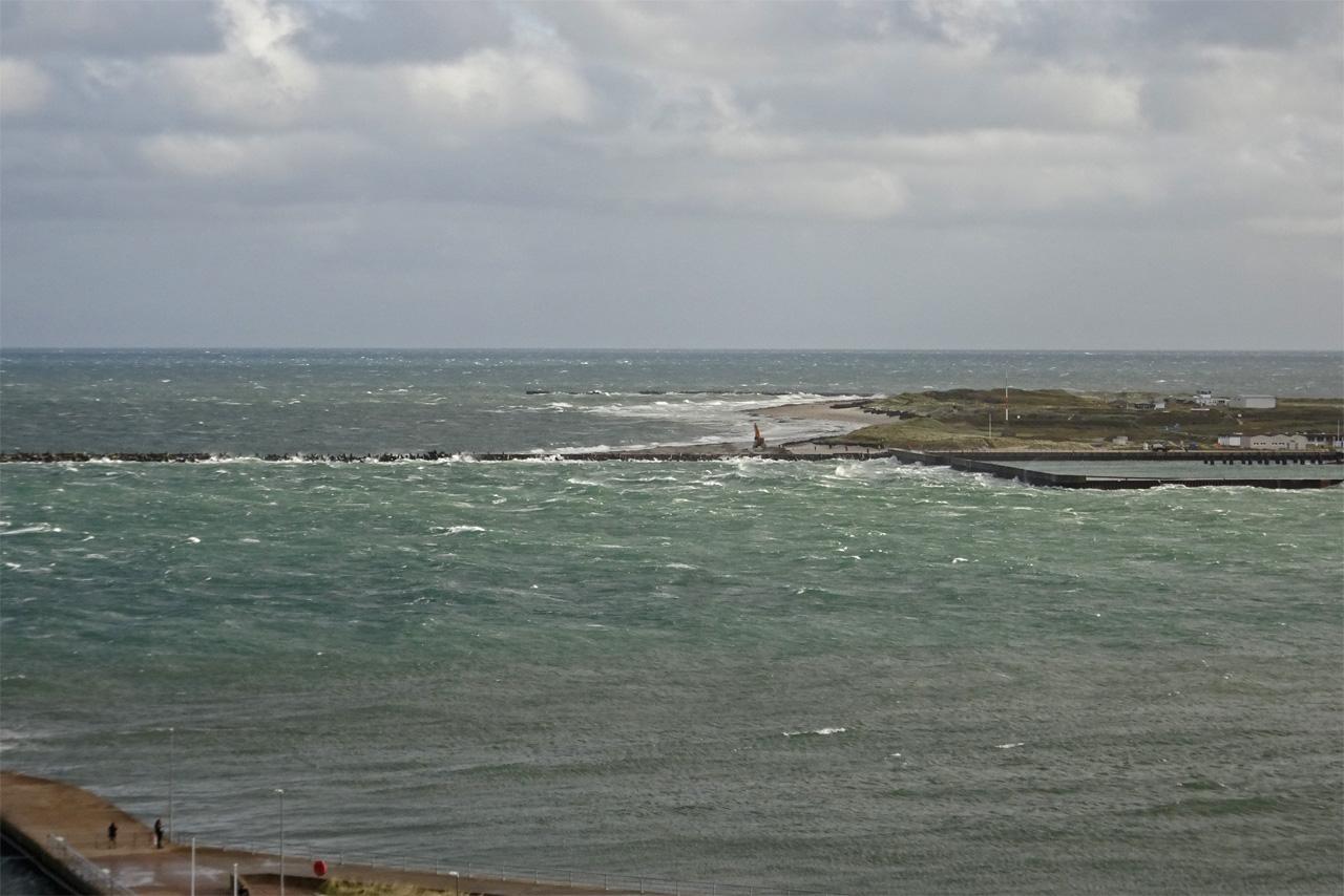 Blick vom Falm zur Düne bei stürmischem Wind.